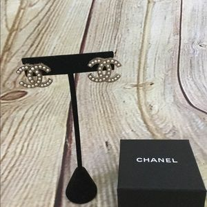 Chanel CC faux pearl earrings
